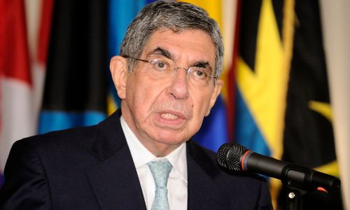 "Oscar Arias (Foto: <a href=""https://www.flickr.com/photos/oasoea/"" target=""_blank"" title=""Opens external link in new window"" external=""1"">Foto: OEA - OAS</a>, <a href=""https://www.flickr.com/photos/oasoea/7783261500/in/photolist-cRMftN-ca9TUw-wxZmyS-ca9St3-ca9PxW-w4jcor-cRHACY-Q7eUkC-91gWwB-27r75pm-ca9Gfo-cRHAuq-cRJLDN-NNEtG-dmmvvn-dmmz9S-dmmvGD-dmmziw-oRNCYn-dmmwa4-dmmzDU-dmmvQk-eMbMCd-eLZpae-dmmw6k-dmmvVR-dmmzpj-wzTqym-wiYkPA-wAjgG6-wiYsEj-wB4FbF-wB4ECB-wiPd2P-wmgak4-wAA1Ax-w4jbKc-voWnWX-vDie27-wAj344-wxZDAs-wk9kwC-wkNH6M-wAMEh8-wiPDdv-wiuELq-wzBY6S-wiGuns-vDyHfw-wiuN6L"" target=""_blank"" title=""Opens external link in new window"" external=""1"">XLIX Lecture of the Americas</a>, <a href=""https://creativecommons.org/licenses/by-nc-nd/2.0/"" target=""_blank"" title=""Opens external link in new window"" external=""1"">CC BY-NC-ND 2.0</a>)"