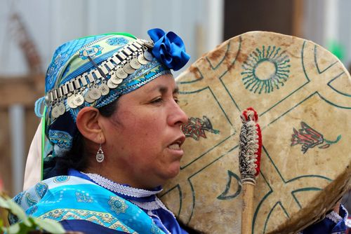 Adveniat Chile Lateinamerika Mapuche Kultrun Machi