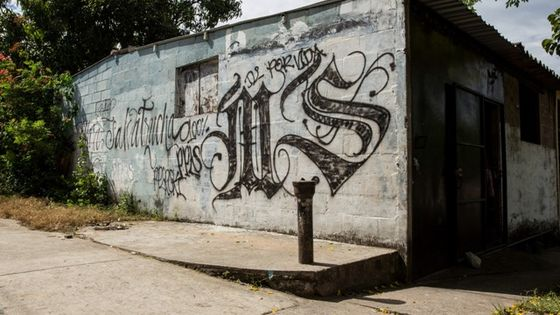 "Graffiti der ""Mara Salvatrucha"" an einer Hausfassade in El Salvador. Foto: Adveniat/Pohl"